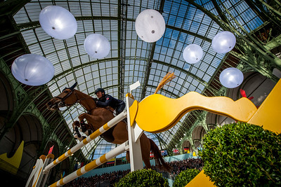Paris, France : Lorenzo DE LUCA (ITA) riding JEUNESSE VAN T PARADIJS during the Saut-Hermès in the Grand Palais, on March 16, 2018, in Paris, France - Photo Christophe Bricot