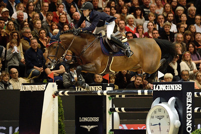 France, Lyon :  Maikel VAN DER VLEUTEN (NED) riding on VDL GROEP VERDI  during the Longines Grand Prix 2013  - LONGINES FEI WORLD CUP™- Equita Lyon 2013 - Photo Christophe Bricot