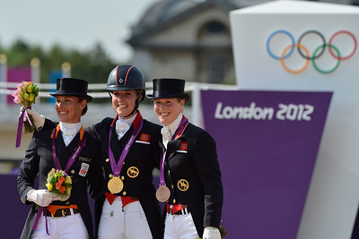 EQUITATION - MEDAILLE D'OR ET CHAMPIONNE OLYMPIQUE CHARLOTTE DUJARDIN (VALEGRO), ADELINDE CORNELISSEN (2), ET LAURA BECHTOLSHEIMER (3) FINALE INDIVIDUELLE - DRESSAGE - JEUX OLYMPIQUES DE LONDRES 2012 - OLYMPICS GAMES IN LONDON -  PHOTO : © CHRISTOPHE BRICOT