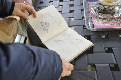 REPORTAGE : L'ARTISTE PEINTRE VERONIQUE LEMORE LIVRE UN TABLEAU D'ALLIGATOR FONTAINE A BERNARD LE COURTOIS, HARAS DE BRULLEMAIL - PHOTO : © CHRISTOPHE BRICOT