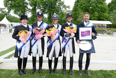 France, Compiègne : US Team : Mads Shelly Francis , Allison M Brock , Kaszy Perry-Glass , Laura Graves and Team Leader during the Prize giving Ceremony of  FEI Nations Cup competition of the CDIO5* of Compiègne on May 22th , 2016, in Compiègne, France - Photo Christophe Bricot