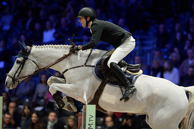 France, Villepinte : Pieter DEVOS (BEL) riding Gin D during the Longines Masters of Paris 2017, on December 1 , 2017, in Villepinte, France - Photo Christophe Bricot