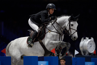 France, Villepinte : Laura KRAUT (USA) riding Confu during the Longines Masters of Paris 2017, on December 2 , 2017, in Villepinte, France - Photo Christophe Bricot
