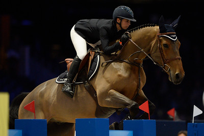 France, Villepinte : Jane RICHARD PHILIPS (SUI) riding Izmir van de Baeyenne during the Longines Masters of Paris 2017, on December 2 , 2017, in Villepinte, France - Photo Christophe Bricot