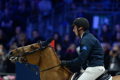 France, Villepinte : Lorenzo DE LUCA (ITA) riding Jeunesse van't Paradijs during the Longines Masters of Paris 2017, on December 2 , 2017, in Villepinte, France - Photo Christophe Bricot