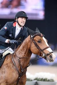 Simon Delestre sur Chesall lors de la Gucci Gold Cup du Longines Paris Masters,