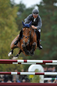 OLIVIER GUILLON SUR LORD DE THEIZE  Championnat de France Pro Elite Generali, Fontainebleau 2009 Championnats de France de Saut d'obstacles Grand Parquet © Christophe Bricot