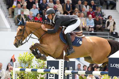 LE CAVALIER OLIVIER GUILLON SUR LORD DE THEIZE EN ACTION LORS DU GRAND PRIX LONGINES DE LA VILLE DE LA BAULE  DU JUMPING INTERNATIONAL DE FRANCE - CSIO***** DE LA BAULE - DU 12 AU 15 MAI 2011 - © LAURENT BONNAMOUR