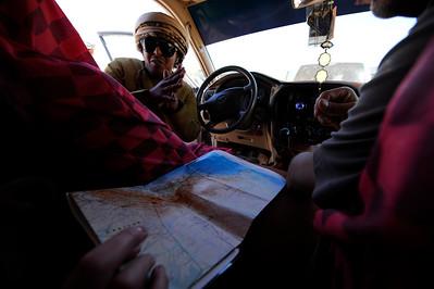 Sultanat d'Oman : Ambiance, chauffeur 4x4 et carte du désert - Gallops of Oman (Galops d'Oman) - Course d'endurance, Raid dans le désert, race in the desert - Photo Christophe Bricot