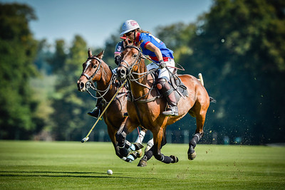 POLO : OPEN DE FRANCE 2012 _ CHOPARD ET KAMELIS MARRAKECH POLO RESORT - CHANTILLY - OISE - © CHRISTOPHE BRICOT - FINALE OPEN DE FRANCE CHOPARD : HECLA/IN THE WINGS TOM TAILOR CENTRE PORSCHE ROISSY  COMPOSITION EQUIPES : HECLA (ROSE) :  FREDERICKA DODGE TELLIER (CAP), LOUISE MAYER, HELOISE LORENTZEN ET EMMA BOERS  IN THE WINGS (BLEU ET ROUGE) : TAHNEE SCHRODER, NAOMI SCHRODR, LAVINIA FABRE(CAP) ET LIA SALVO