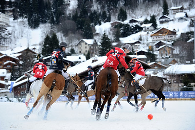 FRANCE : MEGEVE,  FINALE DU TOURNOI BMW POLO MASTERS 2013 DE MEGEVE ENTRE LES EQUIPES GROUPE EDMOND DE ROTHSCHILD (BLEU FONCE) ET LE FER A CHEVAL (ROUGE) - POLO SUR NEIGE A MEGEVE- © CHRISTOPHE BRICOT  COMPOSITION DES EQUIPES :   EQUIPE GROUPE EDMOND DE ROTHSCHILD 1 - Laurent Dassault (0) 2 - Matthieu Delfosse (4) 3 - Harry Tucker (2) 4 - Patrick Paillol (4)  EQUIPE FER A CHEVAL – ASSOR 1 - Gerard Bonvicini (0) 2 - Robert Strom (3) 3 - Alexandre Starkman (1) 4 - Thierry Vetois (4)  SNOW POLO DURING THE 2013 BMW POLO MASTERS TOUR - JANUARY 25/27, 2013 IN MEGEVA, FRANCE- PHOTO BY © CHRISTOPHE BRICOT