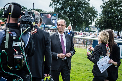 Éric Woerth durant le 167ème Prix de Diane Longines à l'hippodrome de Chantilly, le 19 Juin 2016, à Chantilly, France - Photo Christophe Bricot