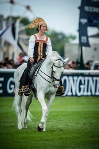 Ambiance , écuyères du musée du cheval, Grandes Ecuries pendant le 167ème Prix de Diane Longines à l'hippodrome de Chantilly, le 19 Juin 2016, à Chantilly, France - Photo Christophe Bricot