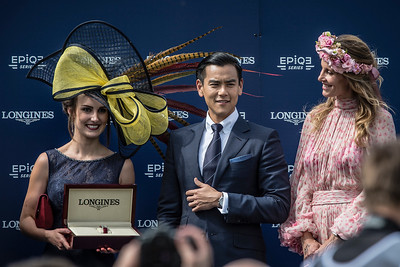 Eddie Peng, égérie de la marque Longines et Sophie Thalmann remettant le Prix du concours d'élégance du167ème Prix de Diane Longines à l'hippodrome de Chantilly, le 19 Juin 2016, à Chantilly, France - Photo Christophe Bricot