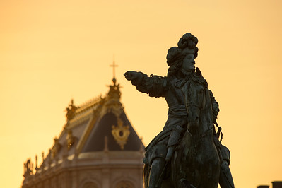 France, Versailles : Les Grandes Eaux Nocturnes 2021 du samedi 12 Juin 2021, personnes en costumes, parcours dans les jardins du Château de Versailles, reportage - Photo Christophe Bricot.