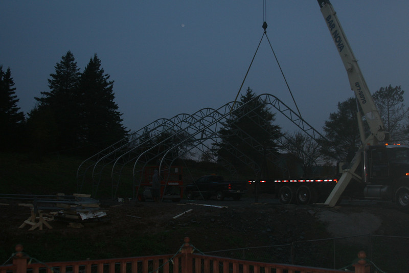 And then it was dark. 5 trusses in place ...