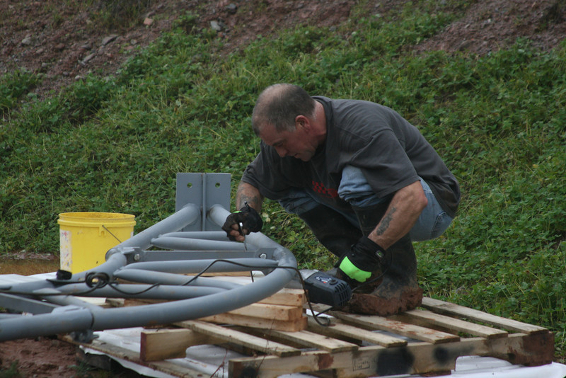 Assembling the trusses ...