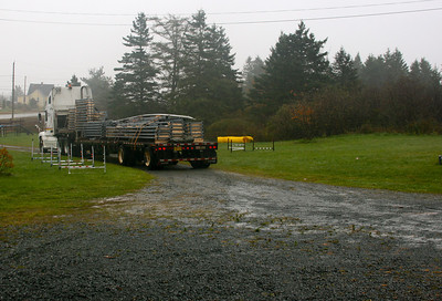 Day 7 (Oct 26, 2010) - Here come the steel trusses.