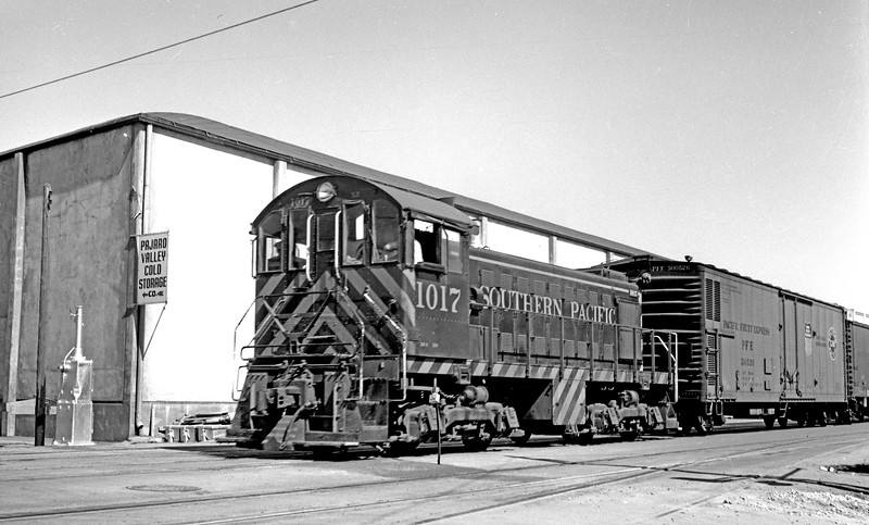 1017 Class DS-6, right rear, Salinas CA, about 1957<br /> (Strapac collection)