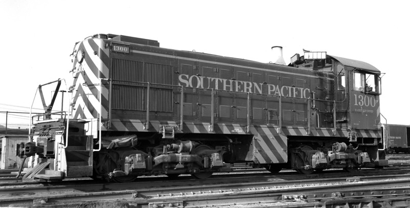 1300 Class DS-100, left front, West Oakland CA, 7/21/56<br /> (Ray Whitaker)