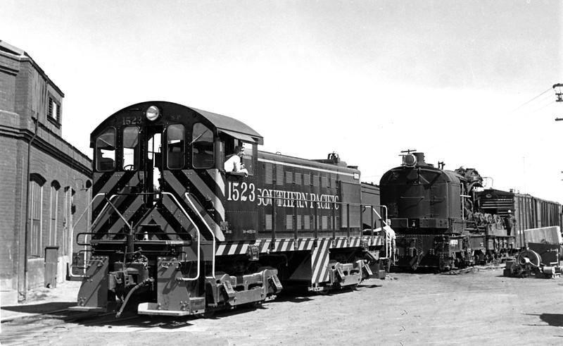1523 Class DS-115, right rear, Tucson AZ, about 1955<br /> (J. R. Knoll)