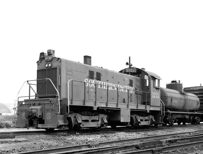 1213 Class AS409-1, left front, Terminal Island CA, 3/16/76<br /> (Bob Trennert)