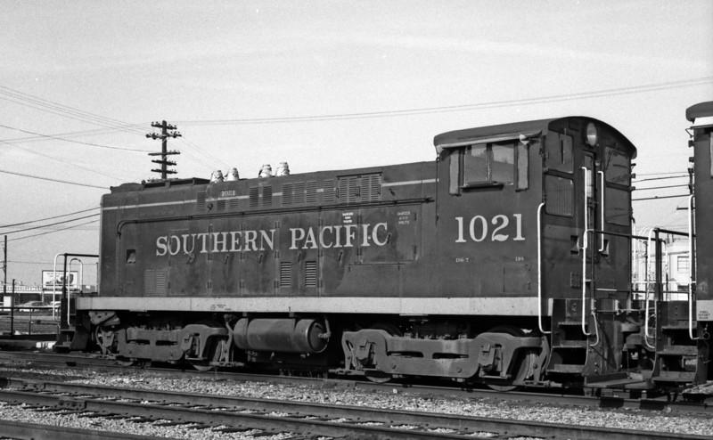 1021 Class DS-7, left rear, West Oakland CA, 1962<br /> (Kyle Brewster)