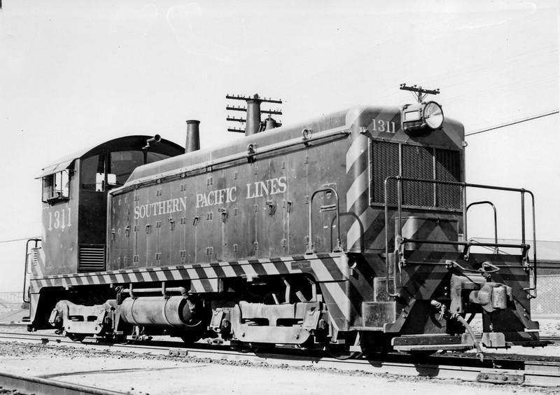 1311 Class DES-101, right front, Alhambra CA, 1/20/47<br /> (William Bassler)