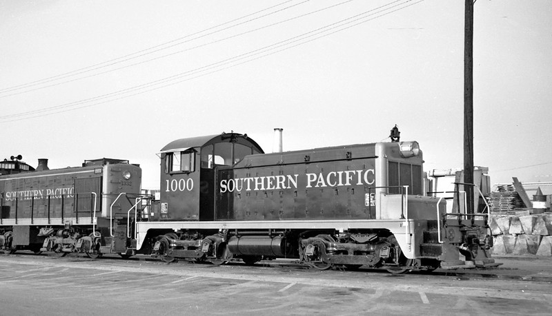 1000 Class DS-1, right front, stored, Los Angeles CA, 2/16/58<br /> (John E. Shaw, Jr.)