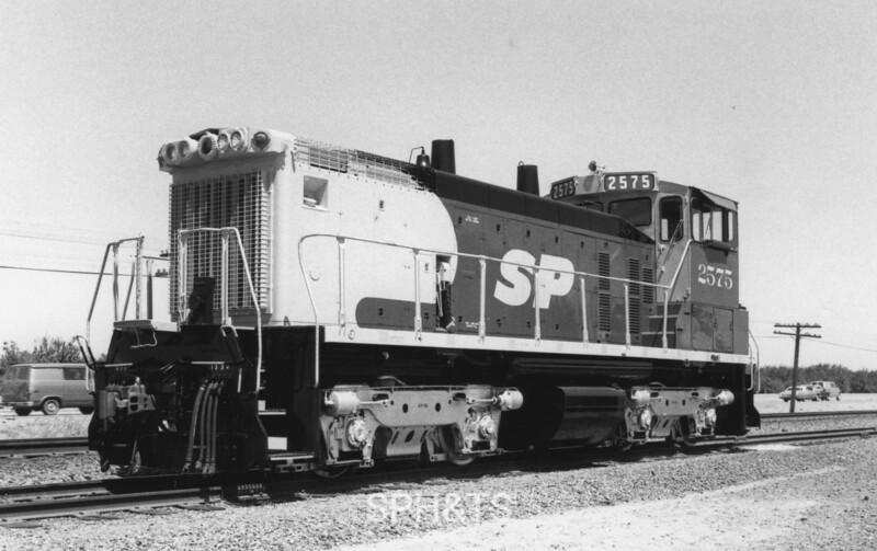 2575 Class ES415-3, left front, Famoso CA, 7/5/86<br /> (Ken Rattenne)