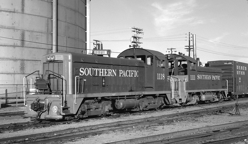 1118 Class ES408-3, left front, w/1111, San Diego CA (SD&AE), 12/14/74<br /> (Peter Arnold)