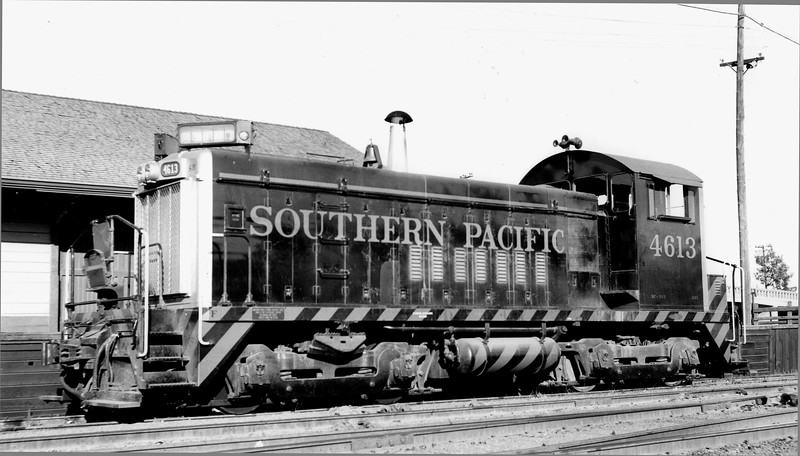 4613 Class DF-303, left front, on NWP, no date<br /> (Ray Whitaker)