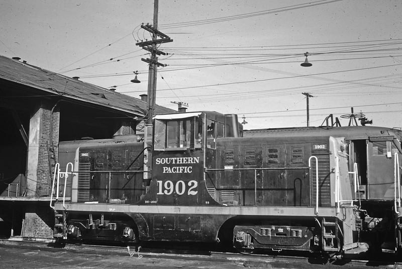 1902 Class DS-200, left rear, West Oakland CA, 12/27/60<br /> (Alan Miller)