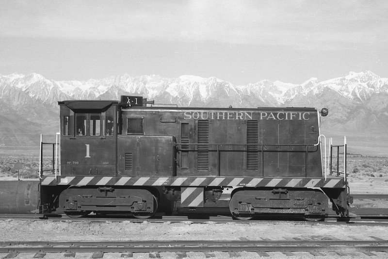 SP Narrow Gauge 1 Class DF-700 (GE 1954), right side, Owenyo CA, 7/57<br /> (Gordon S. Ramsey)