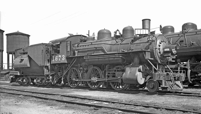 1673 Class M-4, right side, Suisun CA, 10/19/37 <br /> (G. L. Dunscomb)