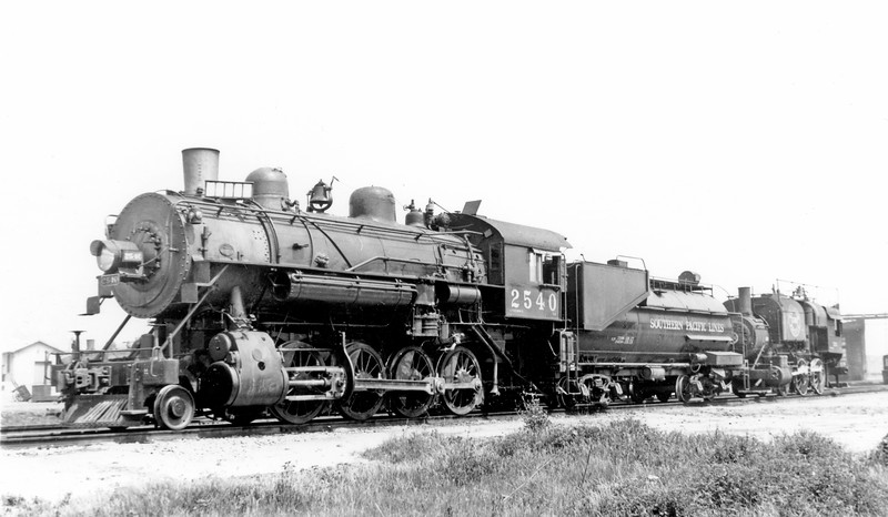 2540 Class C-9, left side, (w/ shop switcher MW 221), Los Angeles CA, ~1938 <br /> (Zeugin collection)