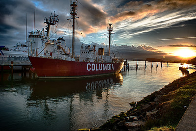 Coumbia Lighthouse Ship