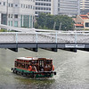Cavenagh Bridge across the Singapore River (2)