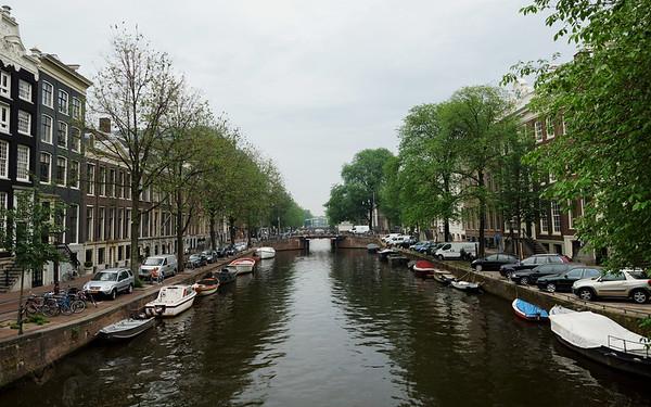 Regulierstraat looking along Herengracht towards the Amstel