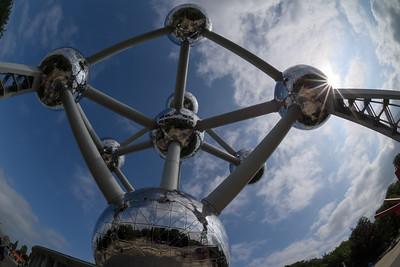 Atomium and Sun