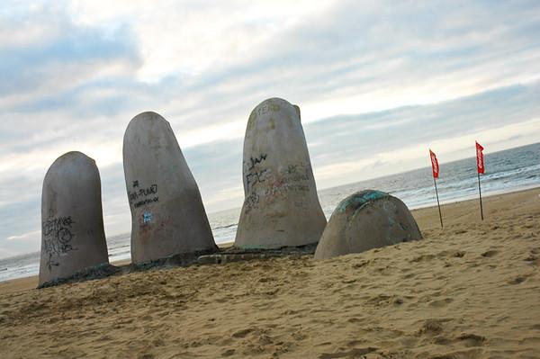 Mano de Punta del Este<br /> (sculpture by Mario Irarrázabal)<br /> -Punta del Este, Uruguay