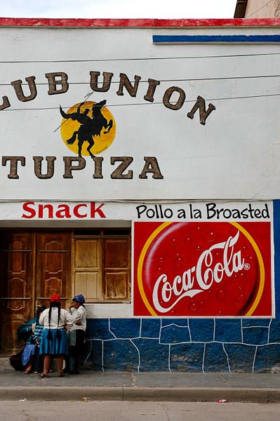 Lunchtime Gossipers<br /> -Tupiza, Bolivia