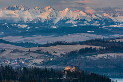 Tatra Mountains with a view of the castle in Czorsztyn.