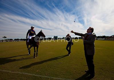 Wellington Mayor Darell Bowen doing doing coin toss ;photography by: LILA PHOTO