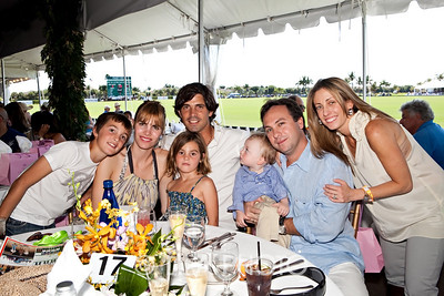Nacho Figueras with his family ; photography by: LILA PHOTO