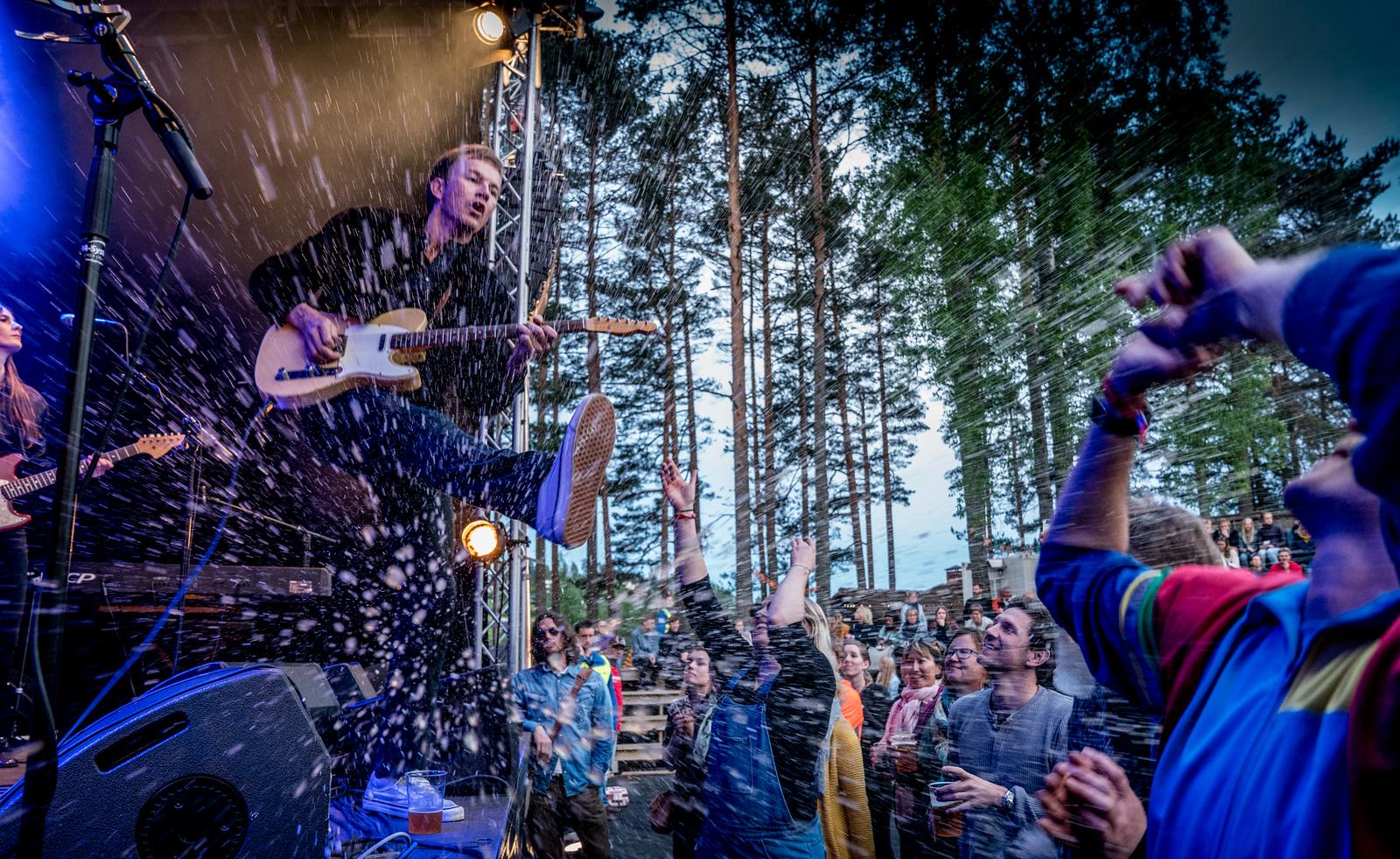 """Var på Heimover festivalen på Åmli i går. en lokal festival med stor sjarm der """"Jonas Alaskas famile er primus motorer.<br /> Se bildene her : <a href=""""https://ihlefoto.smugmug.com/Musikk/Musikkfestivaler/Heimoverfestivalen"""">https://ihlefoto.smugmug.com/Musikk/Musikkfestivaler/Heimoverfestivalen</a>-Åmli-100617/"""