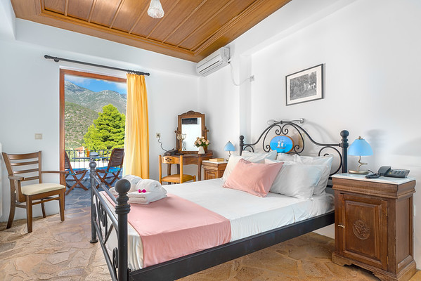 HOTEL PARALIAKO, Kyparissi