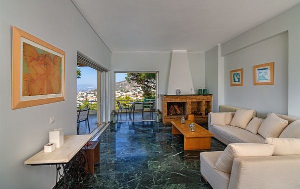 Luxury Flat, Saronida