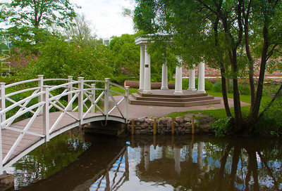 Rotunda with a bridge