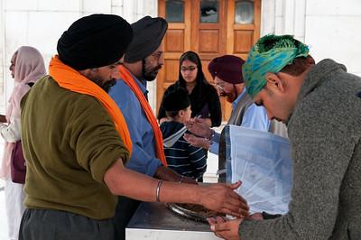 Le langar est un repas communautaire  sikhe